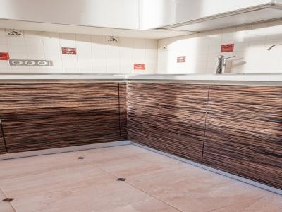 древесина эбена отлично сочетается с оттенками белого и бежевого