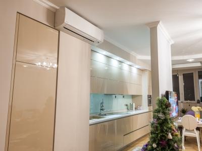 специальная подсветка над кухней