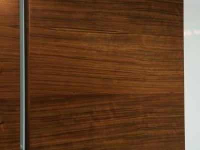 натуральный шпон имеет неповторимый рисунок от кухни к кухне