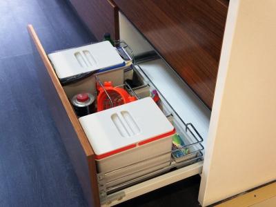 комплект принадлежностей для утилизации мусора и уборки кухни