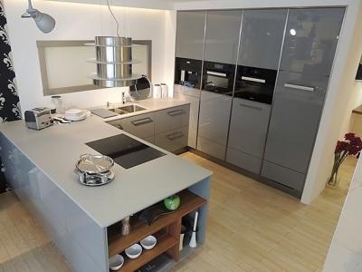 Широкая рабочая поверхность кухонной столешницы