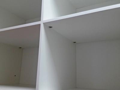 Металлезированный скрытый крепеж, кроме внешнего эстетического вида шкафа,  придает ему надежную конструктивную устойчивость