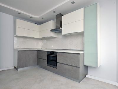 Угловая кухня керамика Oxide grigio в сочитании с глянцевой эмалью