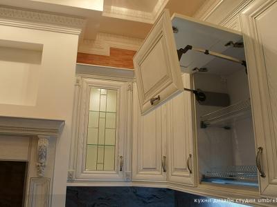 подъемники aventos HF на кухне
