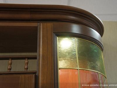 изогнутые витрины из массива- особенность лучших коллекций массива