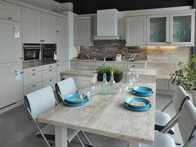 Классическая кухня в скандинавском стиле. Хороший вариант для среднего бюджета