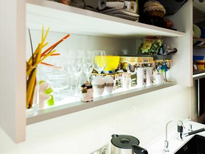 световые полки для шкафов кухни