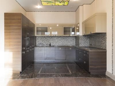 Традиционное П-образное решение для больших помещений кухни