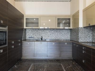 витрины кухни выполнены из цельных фасадов мдф