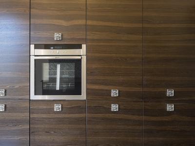рисунок шпона кухни переходит с фасада на фасад