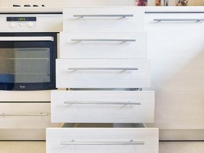 мелкие отсеки blum для хранения кухонной утвари