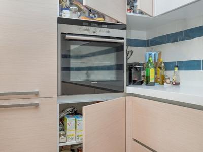 удобное отделение для доступа в угол кухни