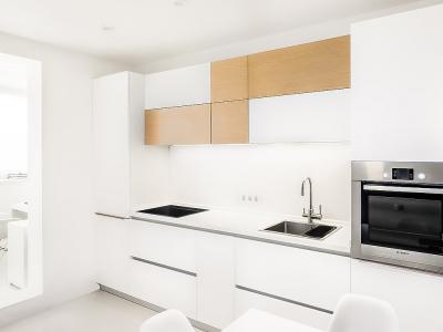 """традиционное   решение для небольшой кухни.  """"Линейный"""" дизайн отлично украсится яркими элементами в минималистичном стиле."""