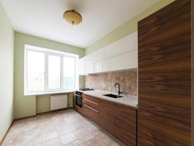 """Кухня выдержана в спокойной """"экологической"""" гамме"""
