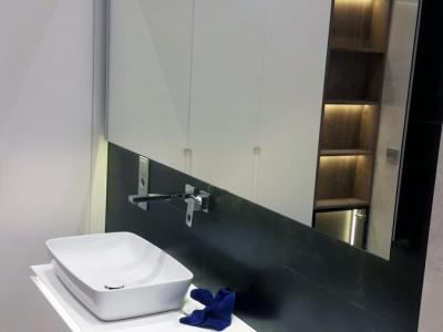 Ультратонкая столешница из керамогранита - современное решение для ванной комнаты