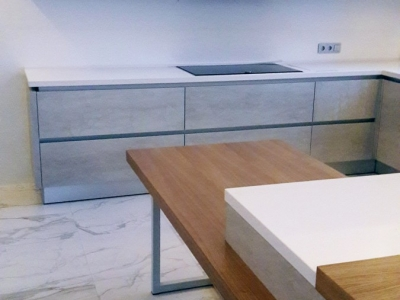 Основная столешница кухни изготовлена из композита кварца TechniStone