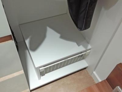 Начинка шкафа изготавливается с любой вариацией фурнитуры и полок