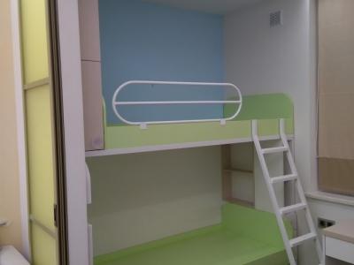 Двух ярусная кровать изготавливалось под индивидуальные размеры помещения