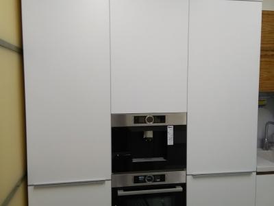 Пенальная конструкция кухонных ящиков вмещают в себя встроенную бытовую технику