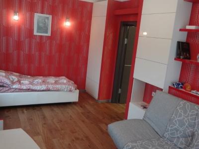глянцевая мебель также выполнена в общем заказе вместе с кухней по просьбе заказчика