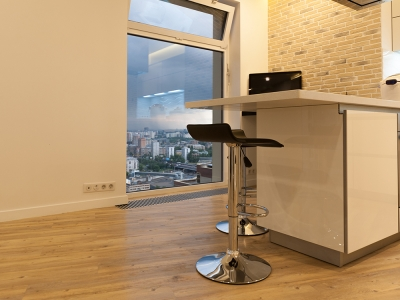 Функциональное рабочее место прямо на кухне  с отличным видом из окна