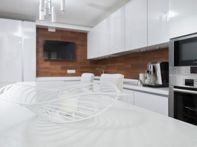 базовый белый цвет служит отличным фоном для добавления массы различных аксессуаров.