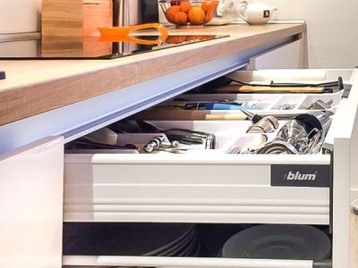 внутренний ящик для хранения столовых приборов и утвари для приготовления- система рога-лайн их нержавеющей стали.