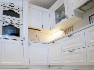 классическое угловое решение кухни