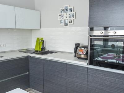 под столешницей- встраиваемая посудомоечная машина