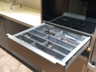 Немецкий пластиковый лоток со съёмными перегородками для столовых приборов Agoform
