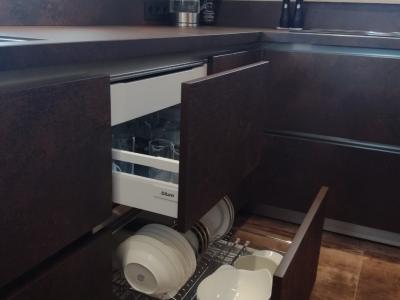 При отсутствии верхних ящиков, прекрасным решением является выкатная итальянская сушка Vibo, размещённая в нижнем ящике