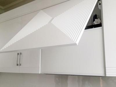 Вытяжка кухни встроена в корпус ящика