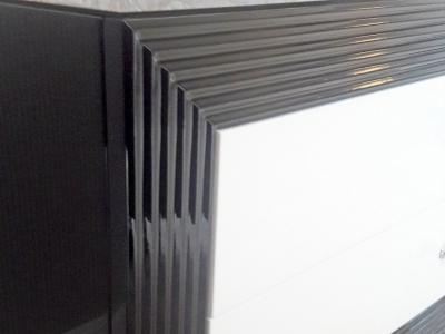 Заколеное стекло на столешнице тумбы увеличивает срок службы более 10 лет
