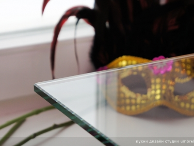 столешница мини-барной стойки из полированного стекла