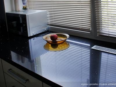 кварцевый камень имеет эффектную зеркальную поверхность