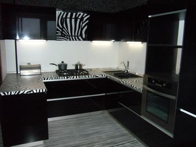черный холодильник для большего антуража