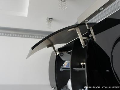 шкафы снабжены механизмами открывания aventos HF