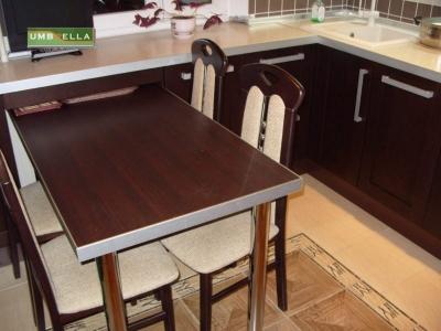 стол выполнен из фасадного материала