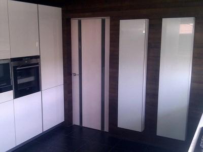 отдельные шкафы в стиле кухонных колонн