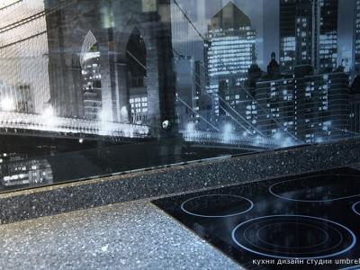 стеклянная панель с легендарной панорамой Бруклинского моста