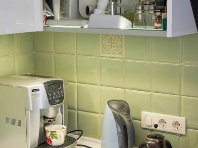 световые полки для кухни освещают пространство  снаружи и внутри