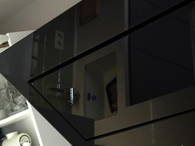 поверхность вытяжки из стекла