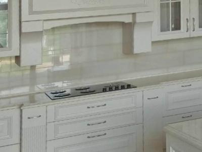 В портальную систему кухни встроена мощная вытяжка