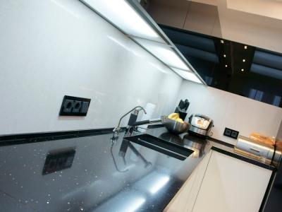 световые декоративные полки для кухни