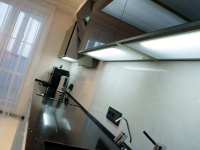 дополнительное освещение повышает комфорт во время работы на кухне