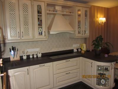 боковые декоративные  витрины на кухне