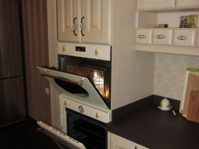 духовой шкаф в колонне кухни
