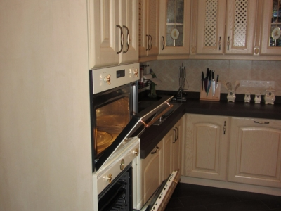 свч печь в колонне кухни