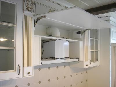 Вытяжка кухни встроена в портал