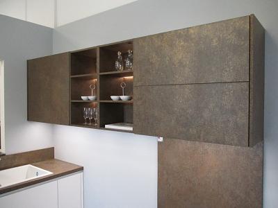 Керамика oxide moro использовалась в   изготовлении фасадов,  столешницы, стеновых панелей кухни